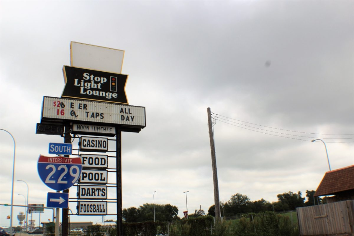 Stop Light Lounge Signage